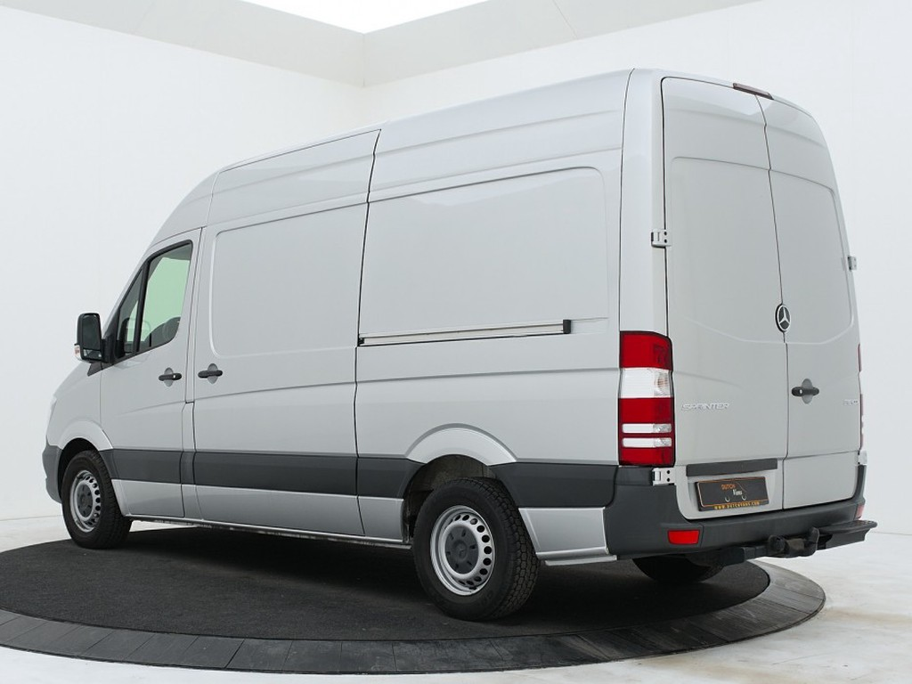Mercedes-Benz sprinter backside