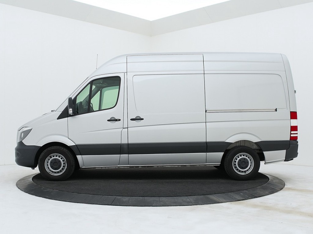 Mercedes-Benz sprinter side